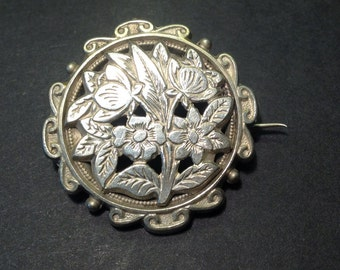 1940's Delightful Ornamental BROOCH with floral design surrounded by a swirls pattern
