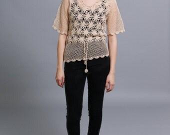 70s Beige Floral Crochet Top perfect for festival season!