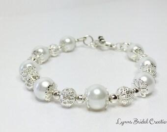 White Pearl Bracelet Beaded Wedding Bracelet Pretty Bridal Bracelet White Wedding Jewelry Bridesmaid Gift Mother of the Bride Gift for Her