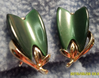 Vintage Lisner Screwback Earrings, Forest Green Glass Moonglow on Goldtone