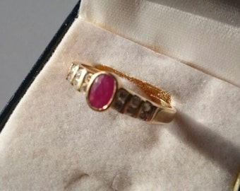 Gold Ring with Ruby and Diamonds.