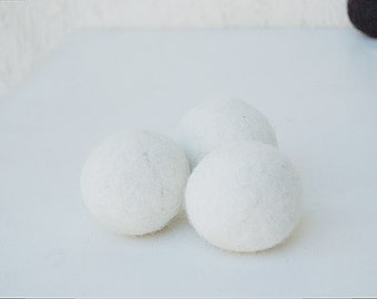 Cat Toy Pack - 3 durable WHITE felted cat balls with catnip - catnip balls - palline gatto con catnip