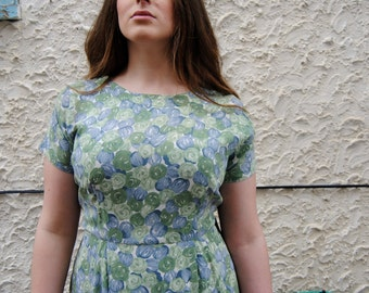 FREE SHIPPINg! 1950's Blue and Green Print Dress// 36-38 Inch Waist// XL/XXL/ Plus