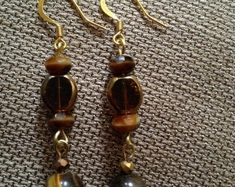 Elegant brown and gold earrings