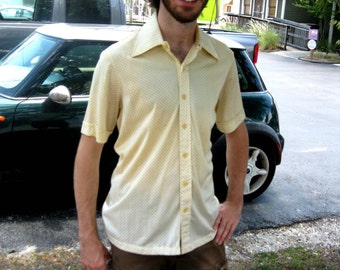 1970s Yellow Dotted Knit Short Sleeved Shirt