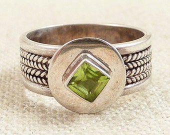 SALE ---- Size 6.75 Vintage Patterned Sterling and Peridot Ring