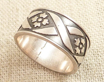 Size 8 Vintage Sterling Flowers and Ribbon Band