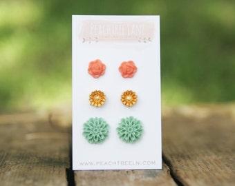 Seafoam Mint Green Mum Flower Earrings >> Gold Daisy Flower Earrings << Coral Peach Rose Earrings >> Bridesmaid Flower Earrings Wedding