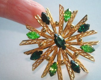 Green Rhinestone Star Gold Tone Brooch