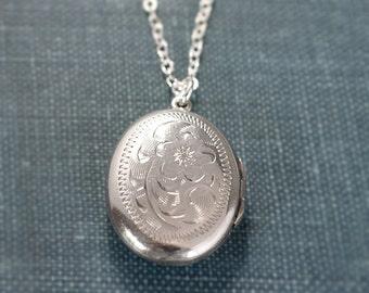 Sterling Silver Locket Necklace, Feminine Romantic Vintage Small Oval Photo Pendant - Sentimental