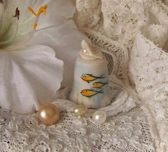 Vintage Porcelain Pearl Thimble Lemony Peach Fish Clam Shell Thimble California Souvenir Thimble Sewing Room Thimble Collector 1980s
