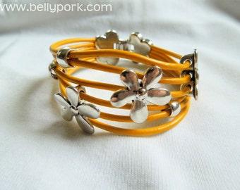Leather bracelet, flowers bracelet, yellow bracelet, girl bracelet, yellow leather, yellow cuff, flowers cuff, yellow leather cuff