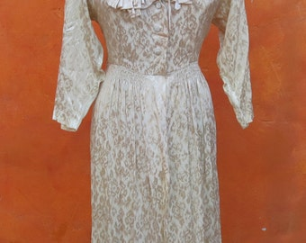 Vintage 1930s 1940s Long Ivory Floral brocade Dressing Gown. Medium Large. 40s Lingerie Dress