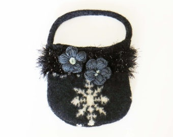 FELTED GRAY SNOWFLAKE Purse / Hand-Knit / (Ooak) / Gray Cotton Lined with Pocket & Magnetic Snaps / Great Gift Idea / Winter Cutie! #033