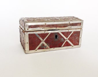 Beautiful Wooden BOX, to keep your secrets, jewelry, use for home decor.