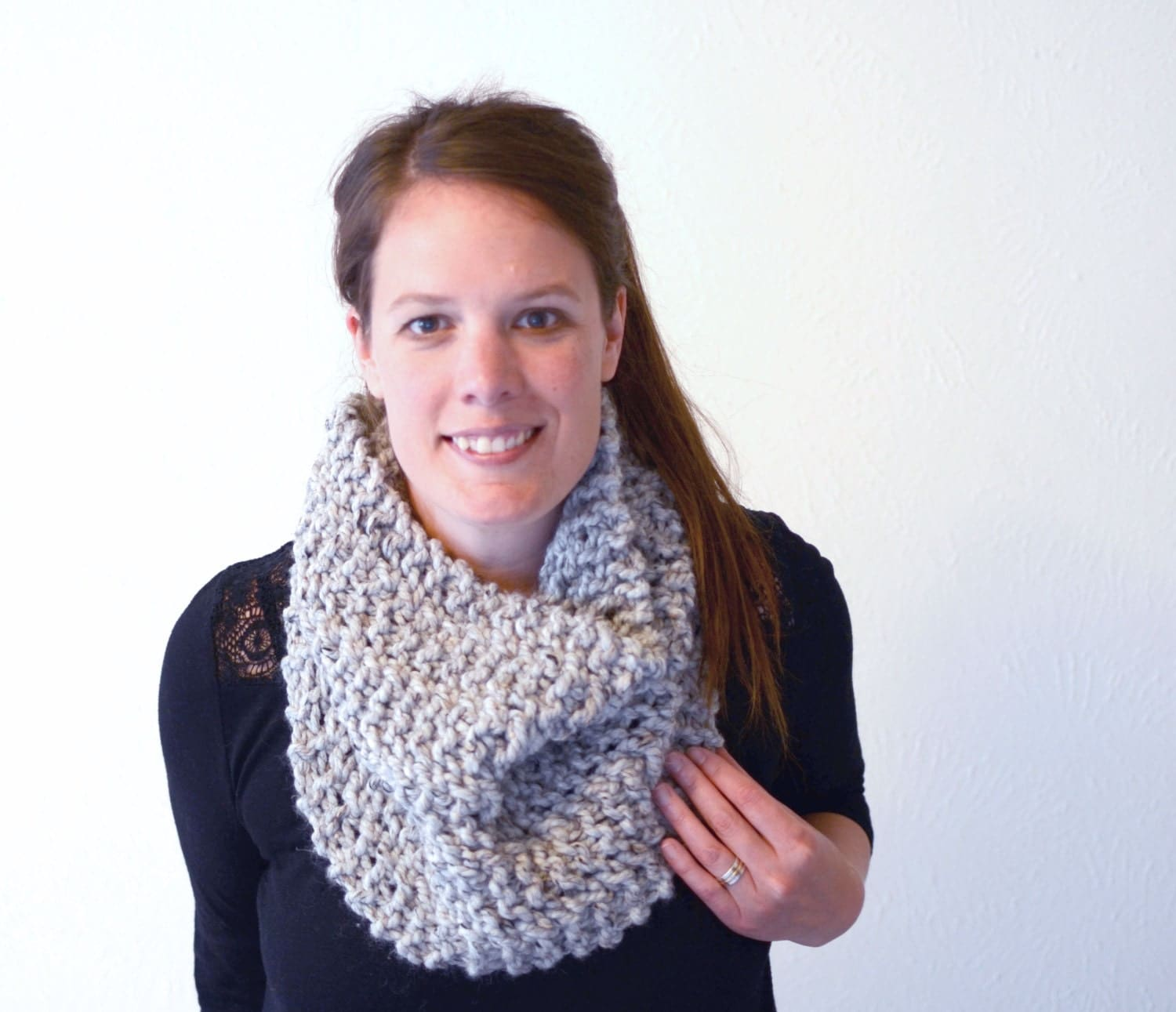 Knitting Cowl Scarf : Chunky knit scarf cowl