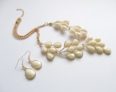 Off White Necklace, White Statement, Cream, Beige, Faceted Jewels Necklace, Teardrop Necklace