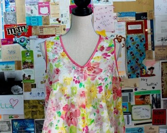 XMAS in JULY SALE : 1990s floral top