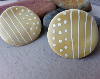 Art Moderne Geometric Enamel Tan & White Round Wavy Post Earrings Jewelry | Tan Beige White Enamel Lacquered Earrings | Beige Post Earrings