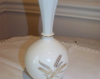 Lenox vase, gold wheat pattern