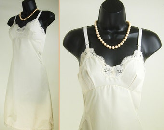Vintage 50s-60s Cream lace bust shelf ~SEARS  non-cling~ Mini Slip Dress Nightgown Nightie  b32
