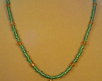 """Gorgeous, sparkling GREEN 19"""" necklace - N318"""
