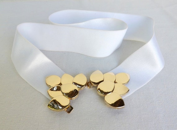 White Elastic Waist Belt. Gold Leaf Buckle. Stretch belt. Bridal dress belt. Wedding belt.