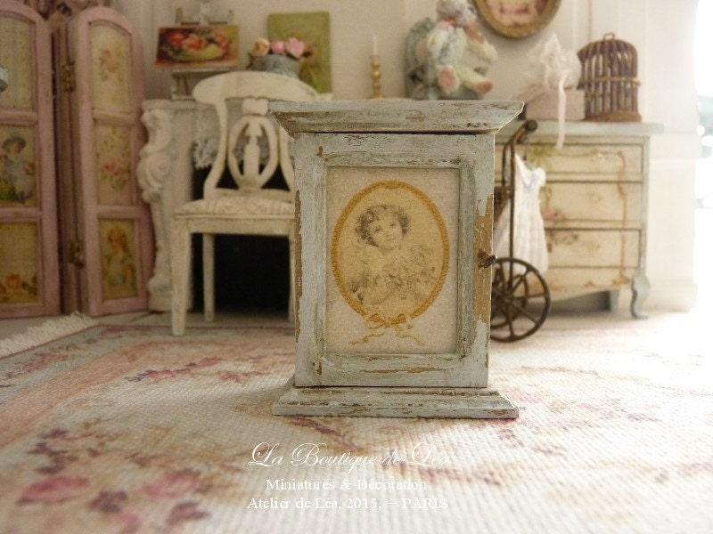 kleiner schrank shabby chic romantisches m dchen medaillon. Black Bedroom Furniture Sets. Home Design Ideas