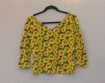 90's Size L Sunflower Shirt V-Neck