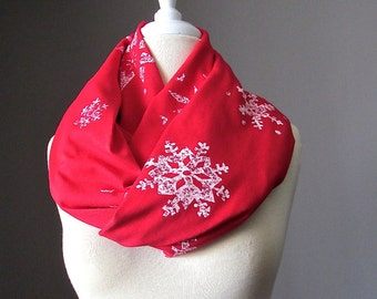 Snowflakes Infinity Scarf,  Red loop Scarf, Christmas scarf, Holiday Scarf, White and Red Scarf