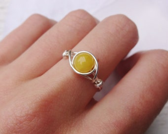 Honey wire ring, wire ring, dainty silver ring, yellow stone ring, stone ring, gemstone wire ring, wire wrapped ring, gemstone bead ring