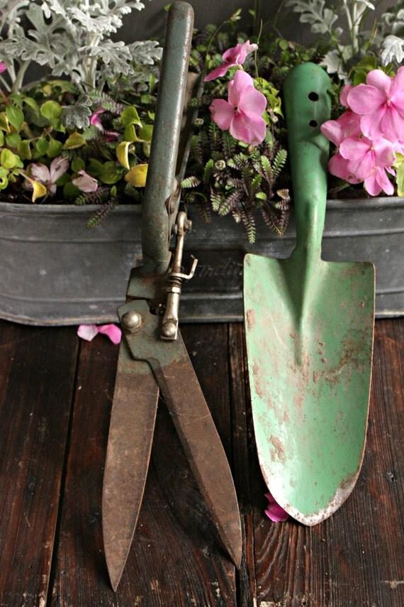 Vintage garden tools garden tool set gardening gift rusty for Gardening tools vintage
