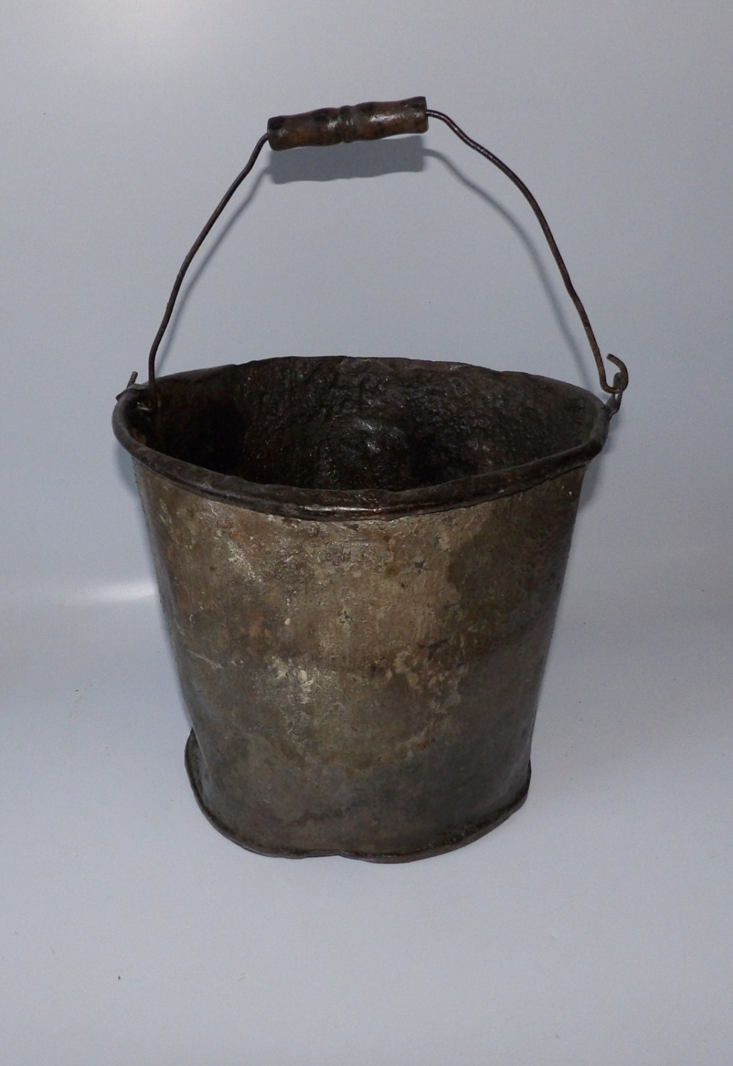 Vintage bucket small crusty rusty decor pail trash can metal for Decorative items from waste