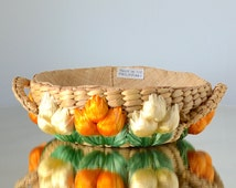 """Vintage 60s 70s ~ 7"""" RAFFIA GRASS Basket with Orange & White Flowers with Green Leaves 7"""""""