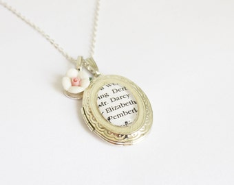 Jane Austen book page locket. Sense & Sensibility. Pride and Prejudice. Emma. Northanger. Persuasion. Mansfield park. Literature. Booklovers