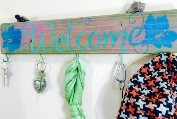 Wooden signs Reclaimed pallet wood welcome sign 5 hooks hibiscus wall organizer /hat rack /hanging entryway decor /key holder/ scarf hanger