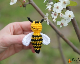 Bee Brooch,  insect pin, bee pin, summer jewelry, crochet brooch, kids jewelry, funny brooch,