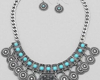 Round Floral Textured Chain Necklace