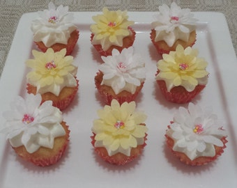 12 Edible Flavoured Rice Paper 3D Daisy /  Flower Cake Decoration Wedding Engagement Birthday Anniversary