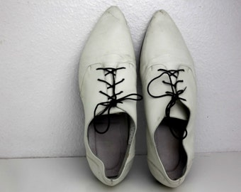 Size 9 White Leather Winklepicker Mod Shoes