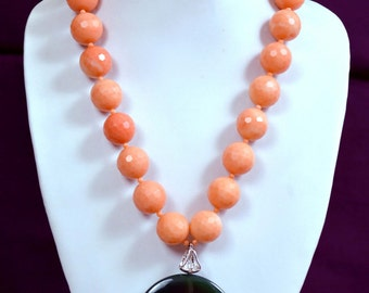 Lovely Round Onyx And Jade Pendant Statement Necklace in Handmade