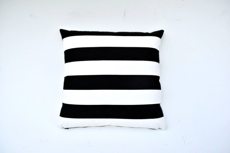 housse de coussin rayures noir et blanc. Black Bedroom Furniture Sets. Home Design Ideas