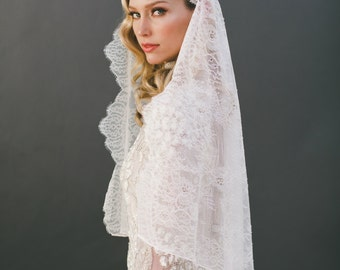 Lace Wedding Veil, Mantilla Veil, Bridal Veil, Chantilly Lace Veil, Short Veil, Ivory Veil, Off White Veil, Bridal Accessories, Veil, 1566