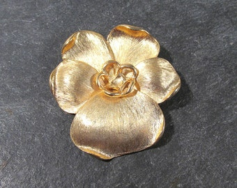 Gold PANSY Pin VINTAGE Gold Tone Pansy Flower Brooch Pin Vintage Ready to Wear Fashion Wedding Jewelry Supplies Flower Brooch (A30)