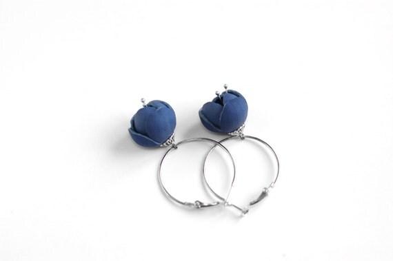 Modern style leather earrings in blue