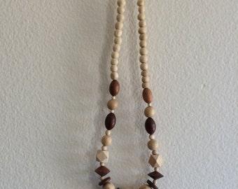 V I N T A G E / Geometric Wood Bead Necklace