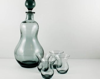 Smoked Blown Glass Decanter / Carafe with 4 Fluted Shot Glasses Erickson