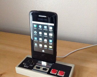 Nintendo NES controller Smartphone Android USB charging dock