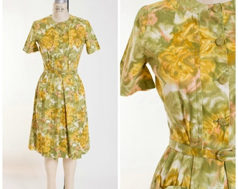 1950s Vintage Day Dress Green Yellow Peach Floral Print Cotton Vintage 50s Shirtwaist Dress with Pocket Size Medium