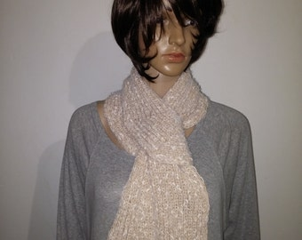 Sandfarbener knitted scarf with cotton